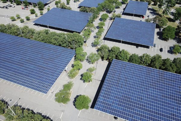 large-parking-area-using-solar-carport-system